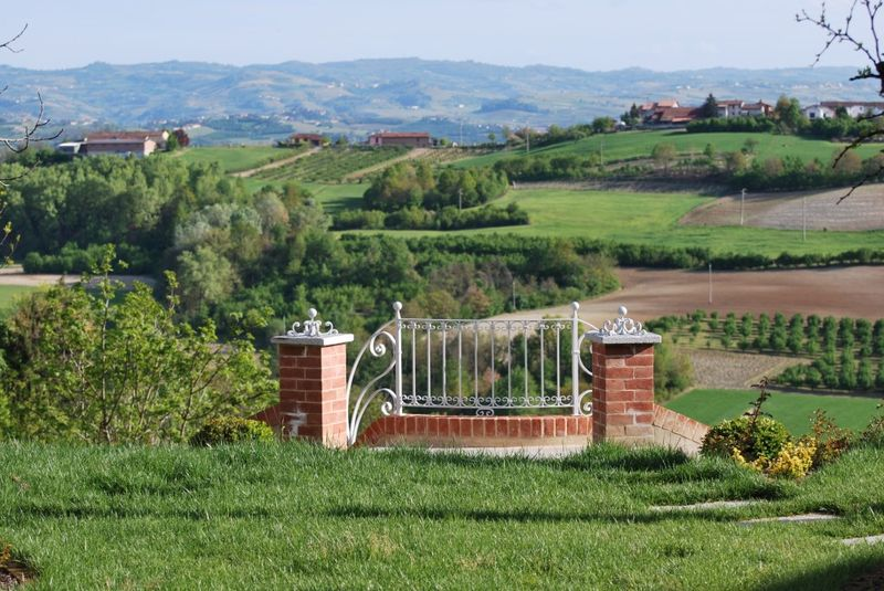 Bed and breakfast charme alba - Bed & Breakfast - piemonte (Govone -  Cuneo - CN) ~ Vista, un infinito di verde e colline!